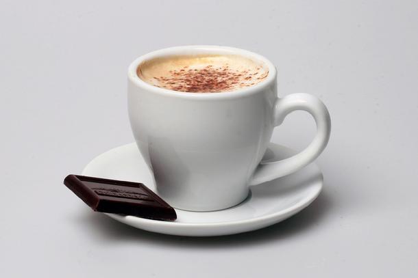 Кофе заварной со сливками и шоколадкой