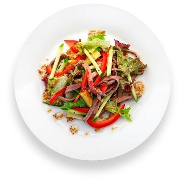 Салат из маринованной телятины с горчичным соусом