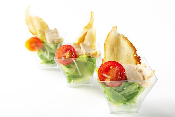 Канапе-салат Цезарь с курицей