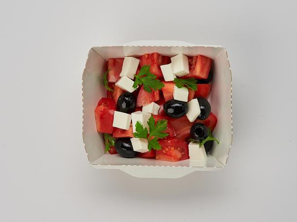 Салат из помидоров и маслин с фетой