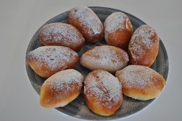 Пирожки в ассортименте (с капустой, яйцом и зелёным луком, грибами)