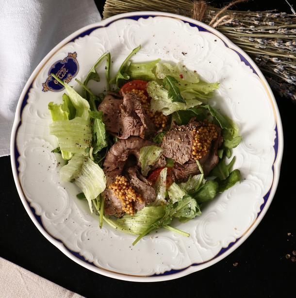 Салат с ростбифом в горчично-лимонном соусе