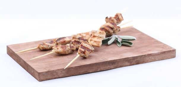Шашлычки на шпажке с курицей