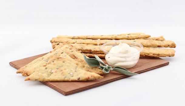 Хлебные палочки с соусом блю чиз