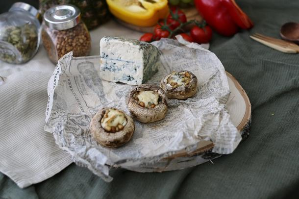 Шампиньон запеченный  с сыром дор блю