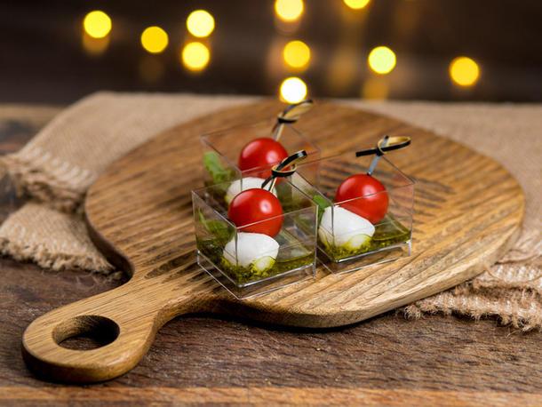 Шпажка фермерских мини-томатов с Моцареллой