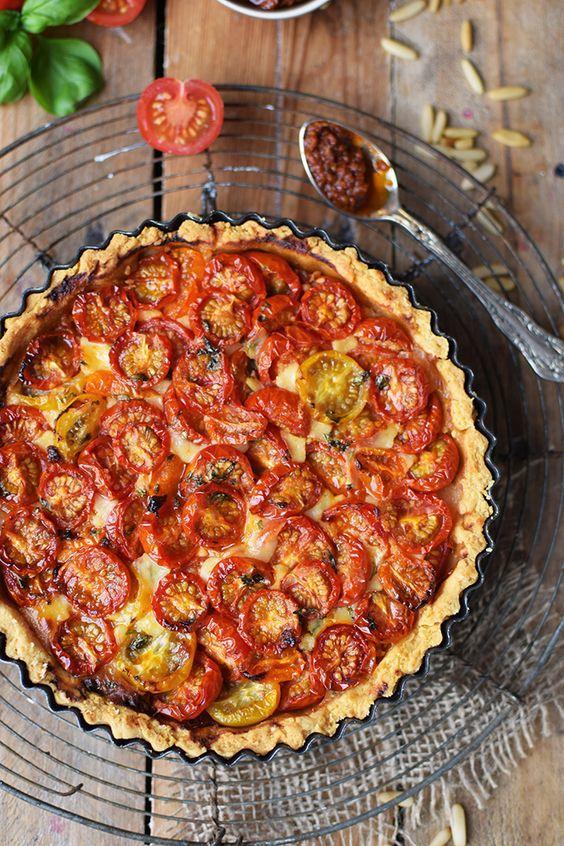 Киш с томатами черри и базилик