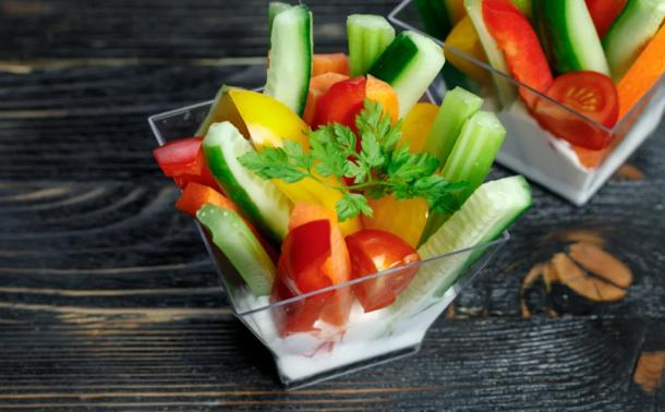 Овощи крудите, соус дзадзыки