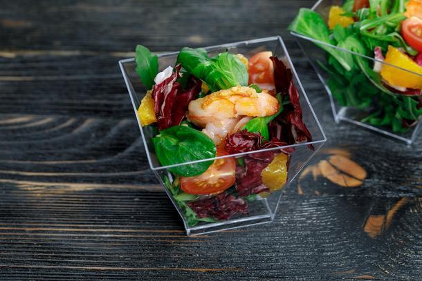 Салат с креветками и помело