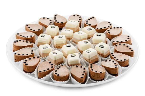 Ассорти шоколадных пирожных