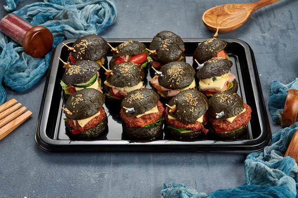 Мини бургеры черные с колбасками, ветчиной и сыром, котлетой из курицы, 12 шт.