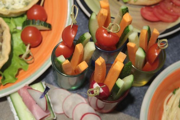 Овощные палочки с йогуртовым соусом