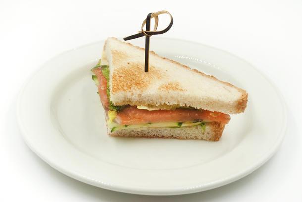 Мини-сэндвич с лососем