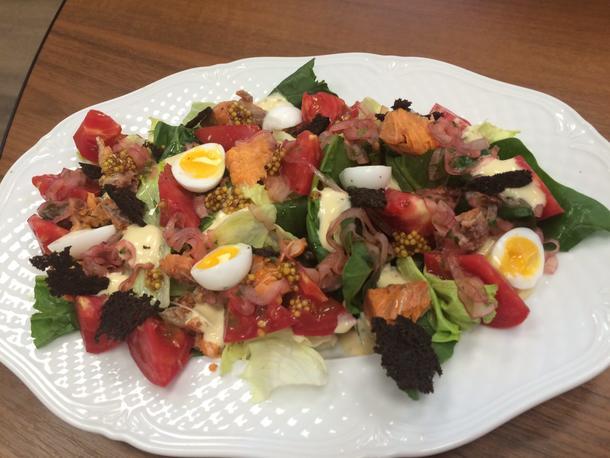 Салат с неркой и перепелинным яйцом
