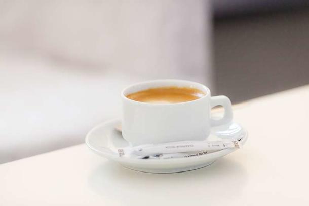 Кофе Lavazza с сахаром и молоком