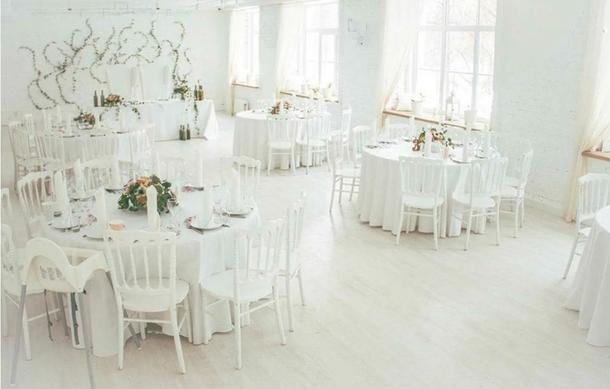 Скатерть круглая белая для банкетного стола диаметром 180 см