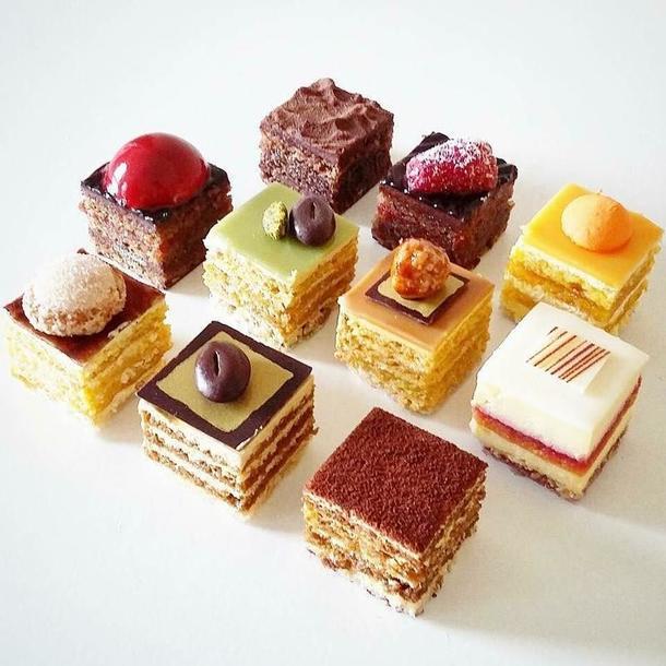 Ассорти пирожных от шефа